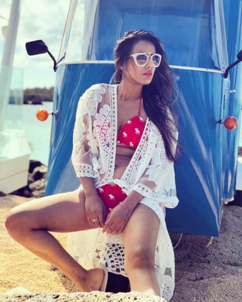 40+ Glamorous Photos of Nia Sharma 115