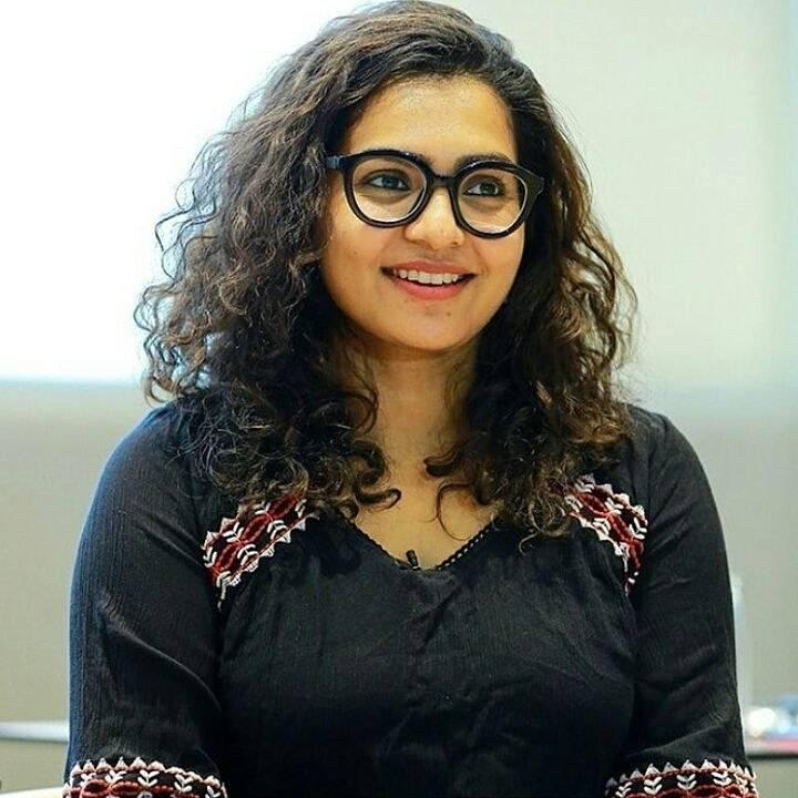 42+ Stunning Photos of Parvathy Thiruvothu 8