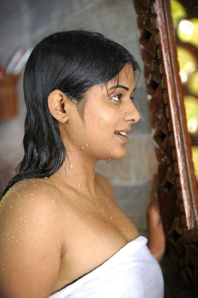 51+ Stunning Photos of Priyamani 51