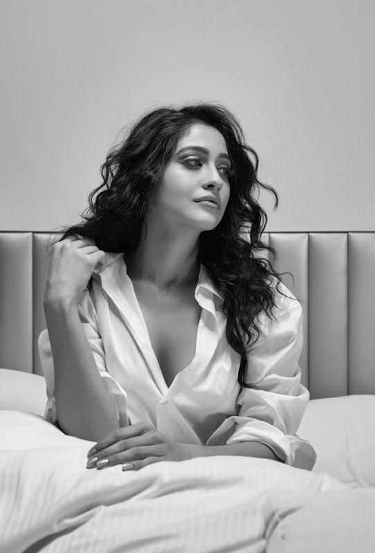 68+ Stunning Photos of Regina Cassandra 48