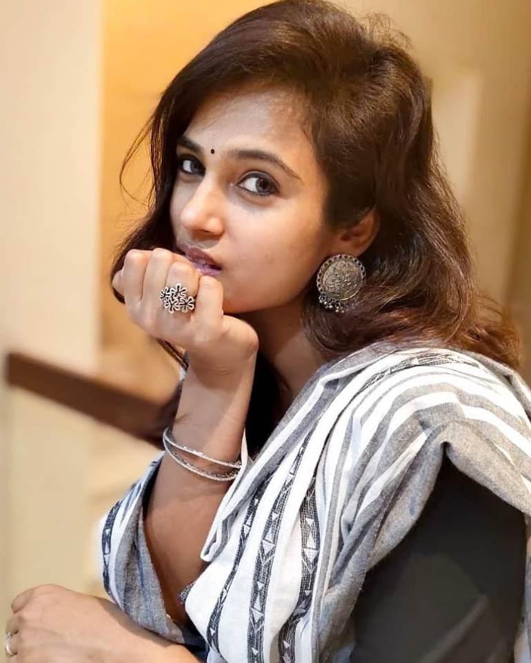 59+ Gorgeous Photos of Ramya Pandiyan 32