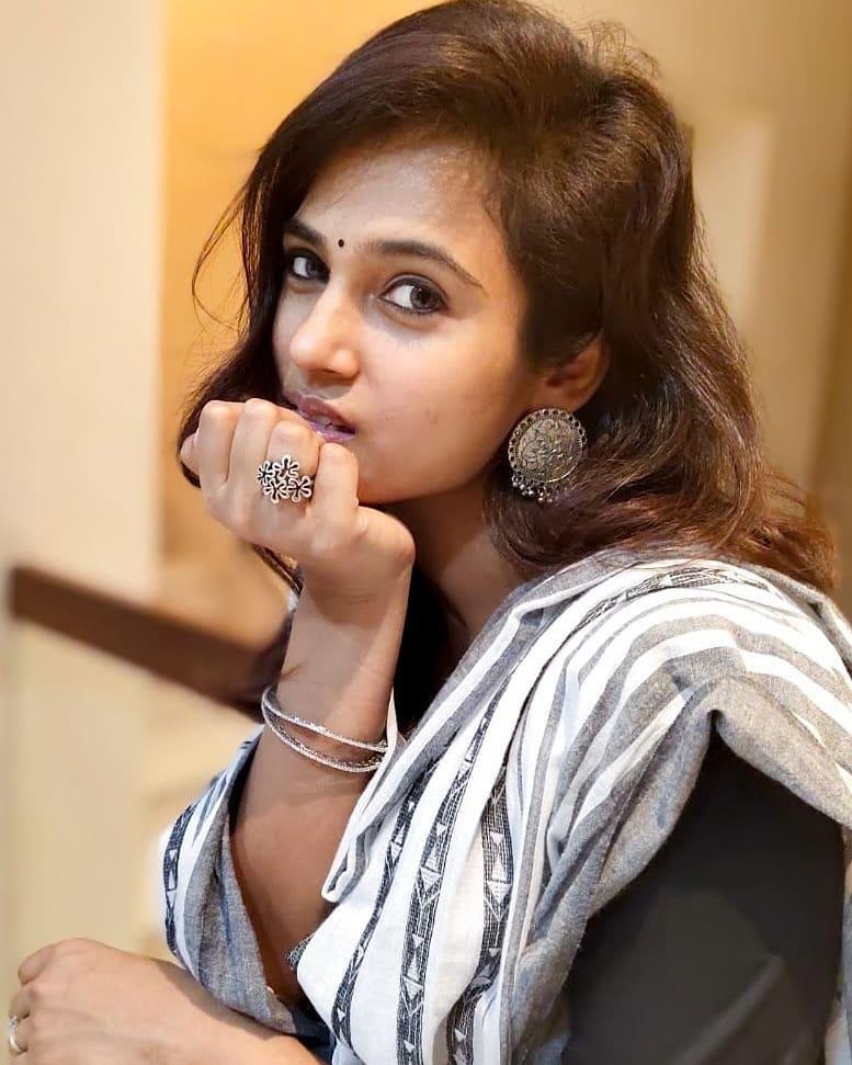 59+ Gorgeous Photos of Ramya Pandiyan 33