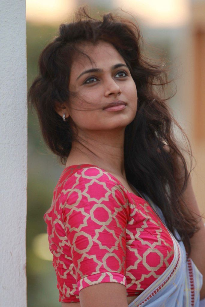 59+ Gorgeous Photos of Ramya Pandiyan 91