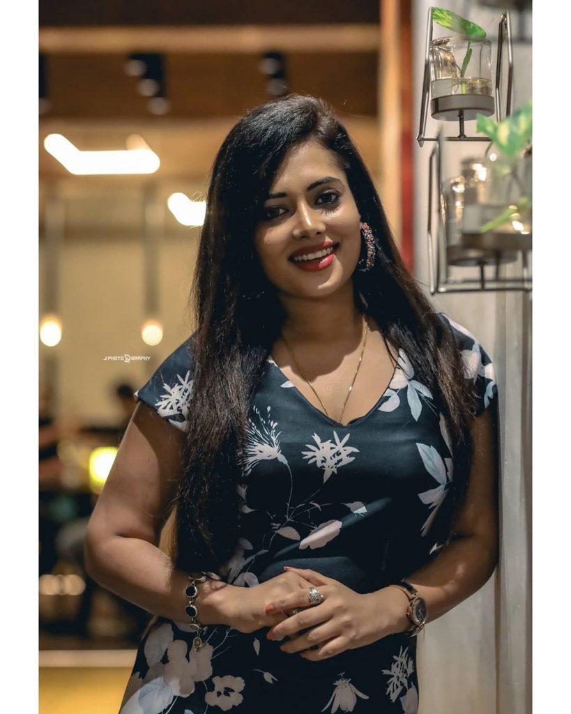 46+ Gorgeous Photos of Remya panicker 30