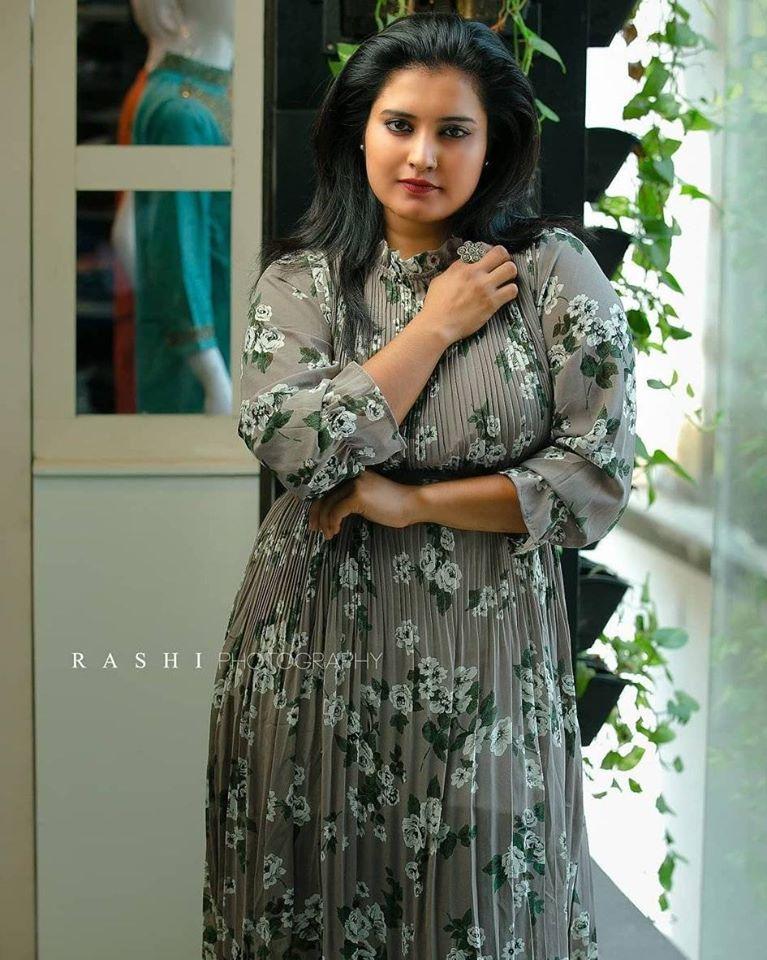 73+ Gorgeous Photos of Roshna Ann Roy 27