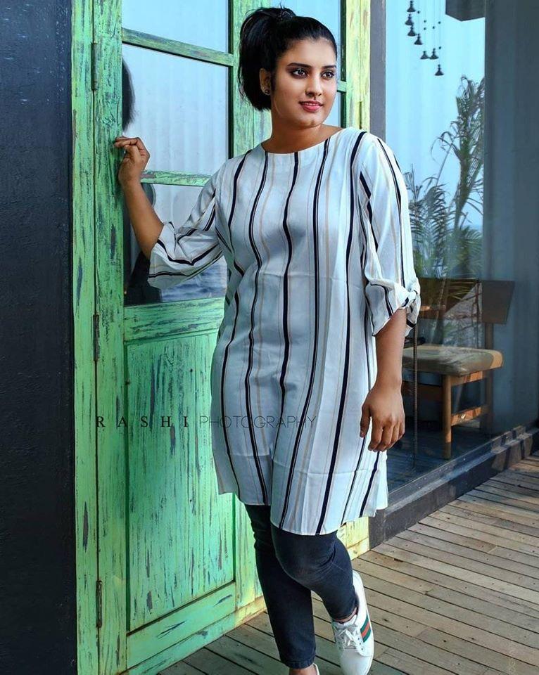 73+ Gorgeous Photos of Roshna Ann Roy 47