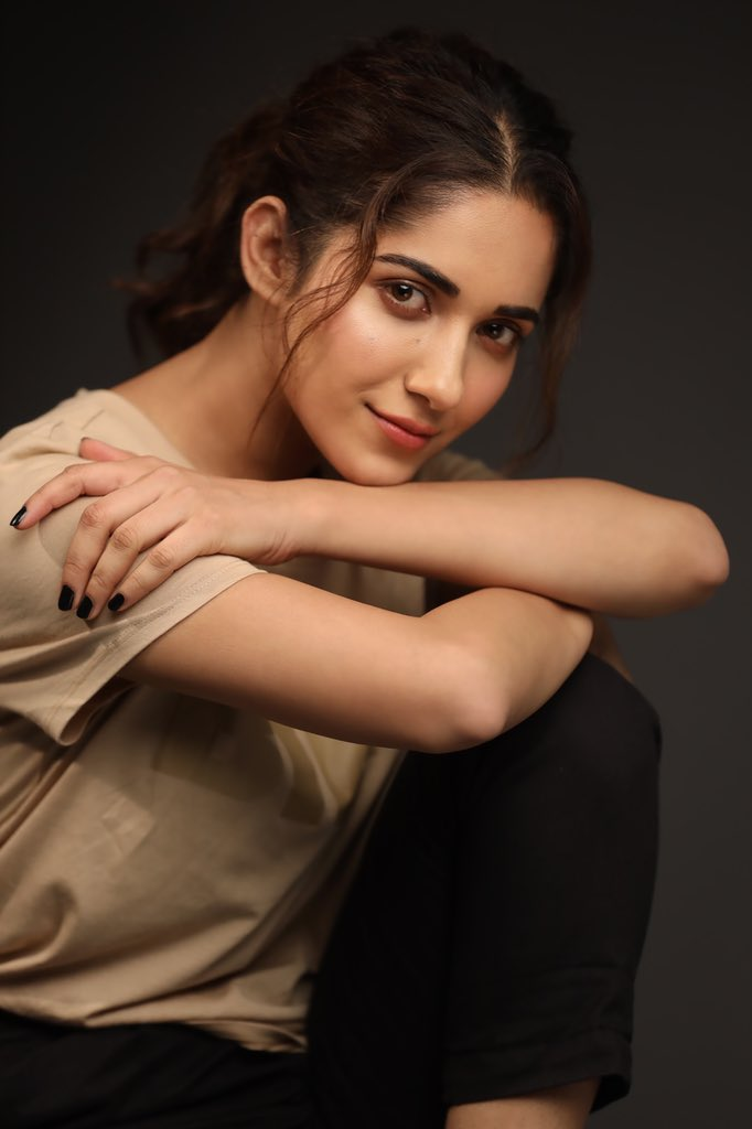 89+ Gorgeous Photos of Ruhani Sharma 89