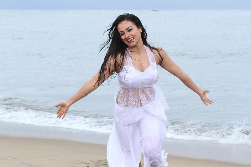 43+ Lovely Photos of Sana Khan 7