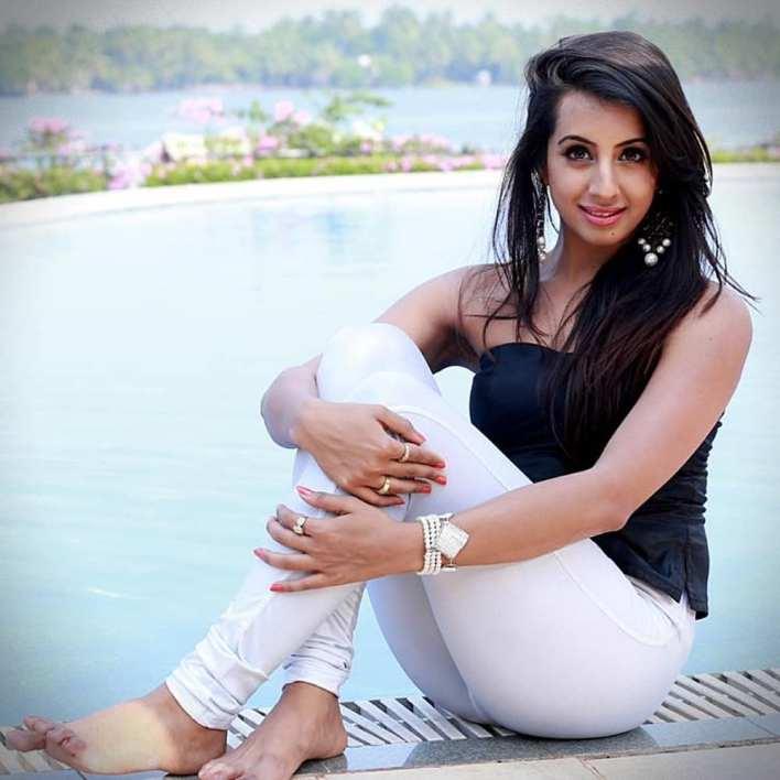 36+ Stunning Photos of Sanjana Galrani 36
