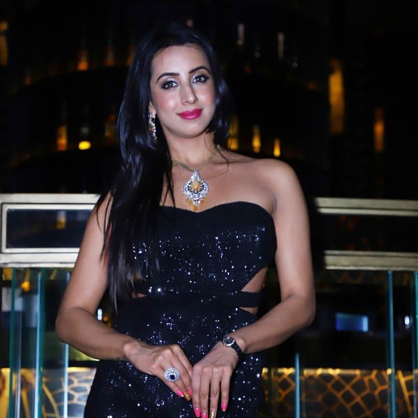 36+ Stunning Photos of Sanjana Galrani 10