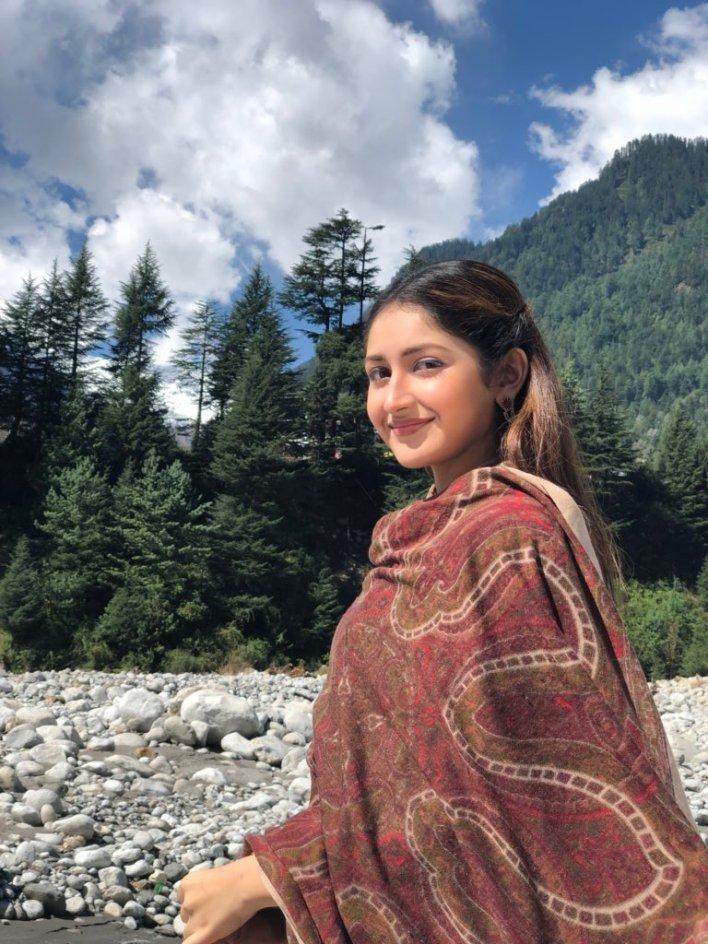 72+ Charming Photos of Sayesha Saigal 41