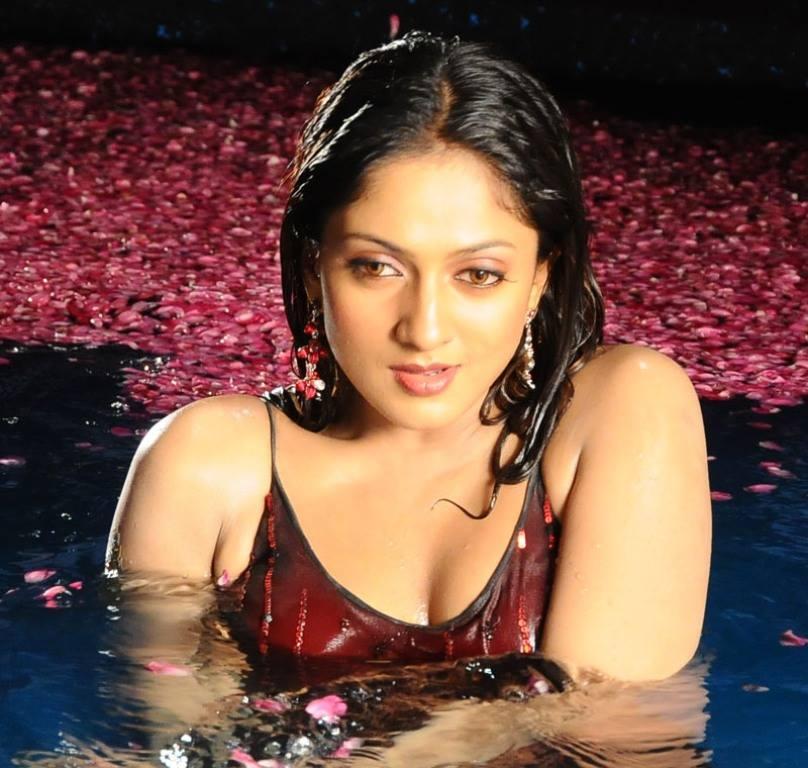 17+ Beautiful Photos of Sheela Kaur 4