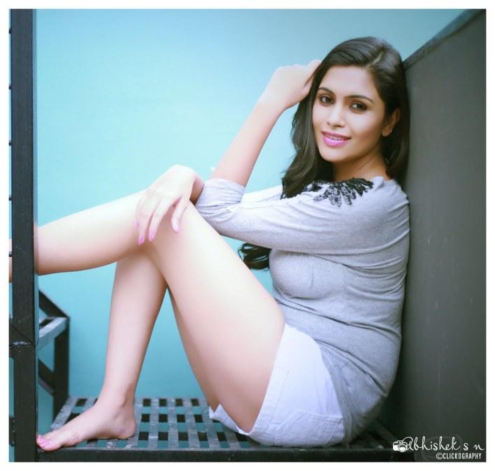 28+ Gorgeous Photos of Sruthi Ramakrishnan 14