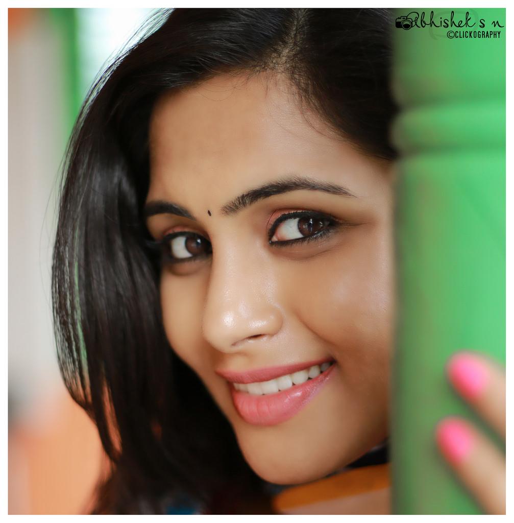 28+ Gorgeous Photos of Sruthi Ramakrishnan 29