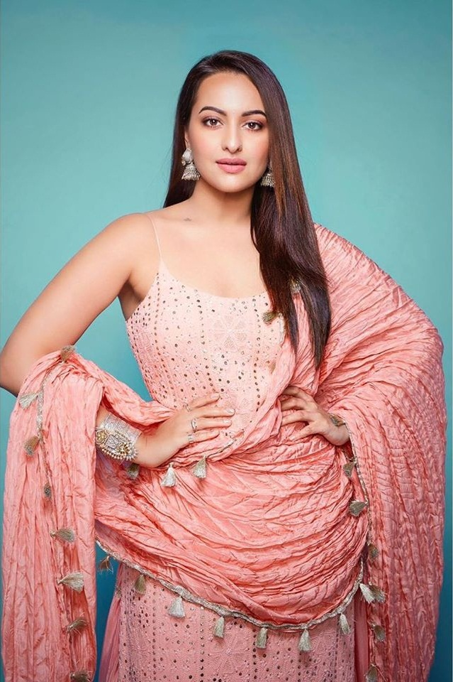 57+ Gorgeous Photos of Sonakshi Sinha 114