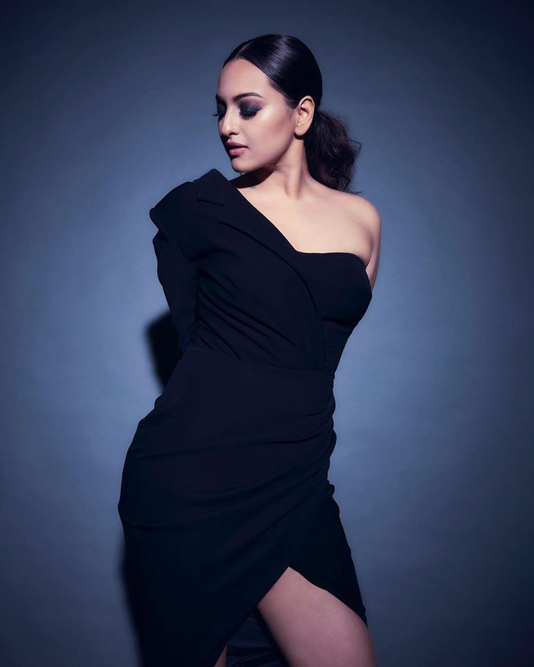 57+ Gorgeous Photos of Sonakshi Sinha 117