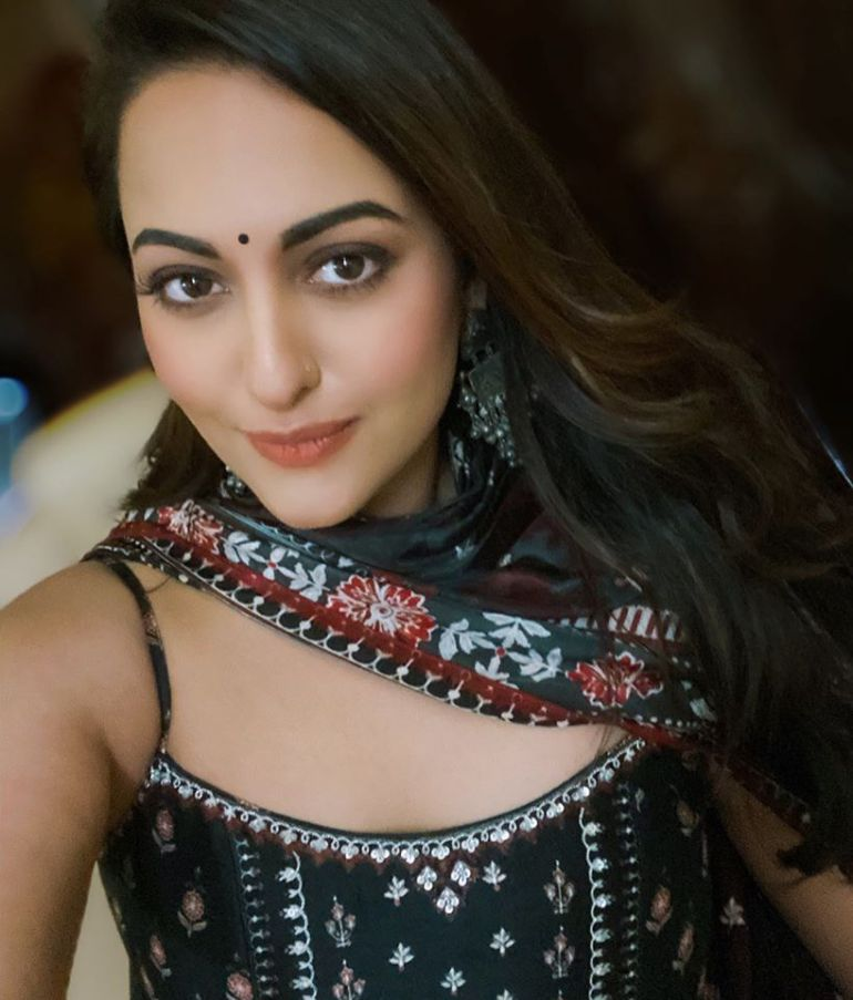 57+ Gorgeous Photos of Sonakshi Sinha 118