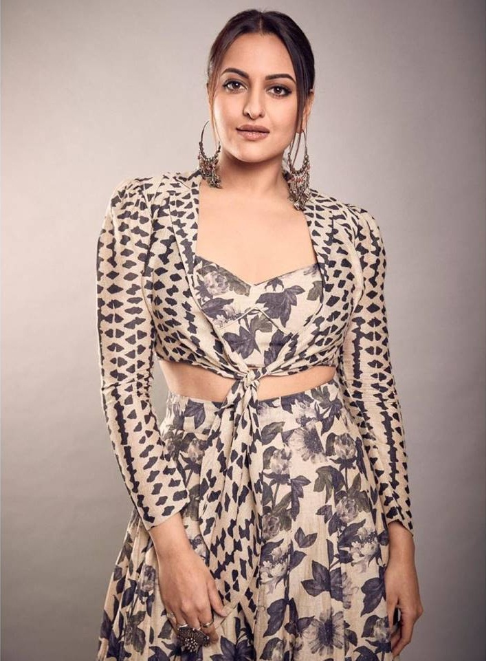 57+ Gorgeous Photos of Sonakshi Sinha 138