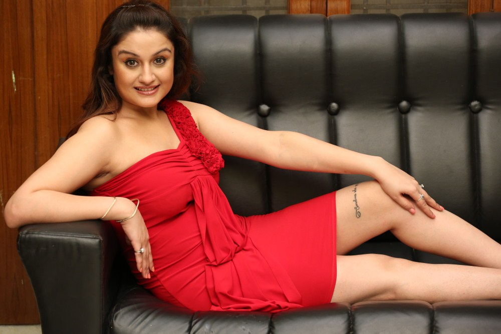 27+ Beautiful Photos of Sonia Agarwal 4