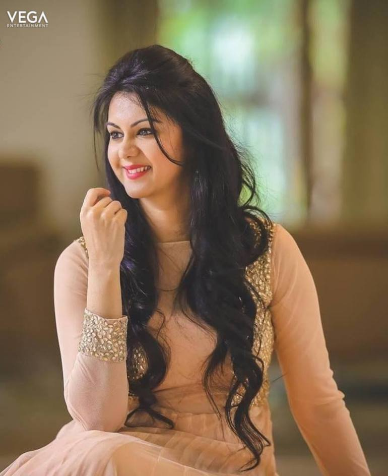 44+ Beautiful photos of Kamna Jethmalani 101