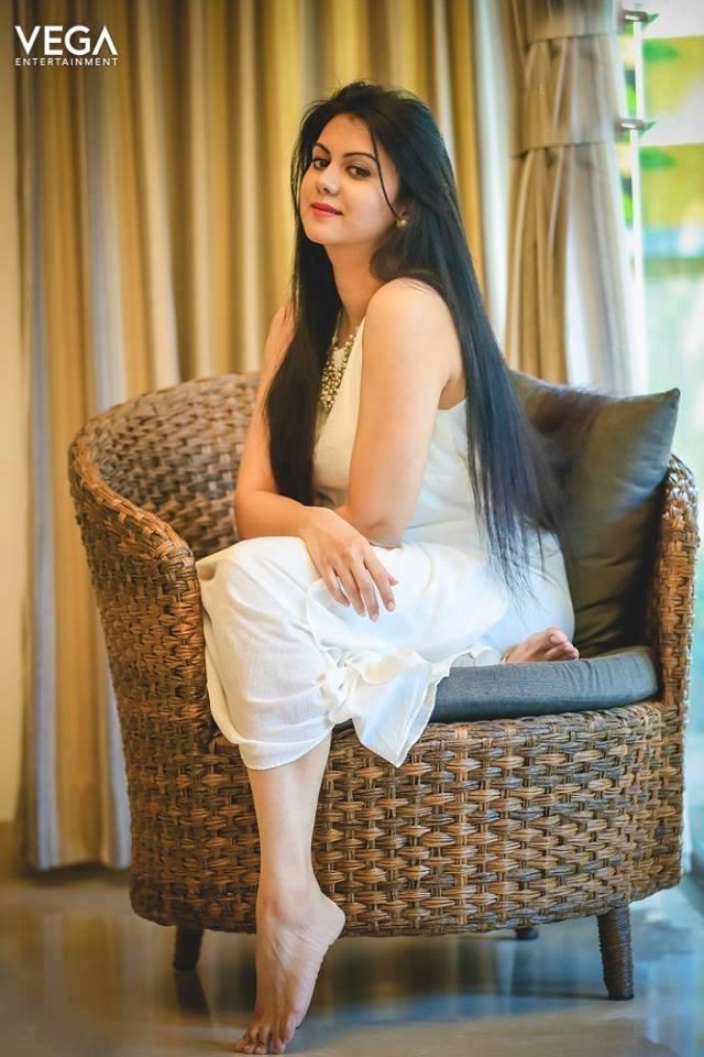 44+ Beautiful photos of Kamna Jethmalani 103