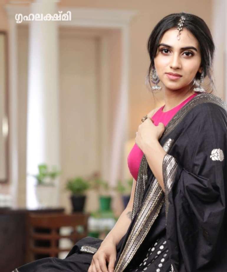 42+ Beautiful Photos of Malavika Jayaram 111