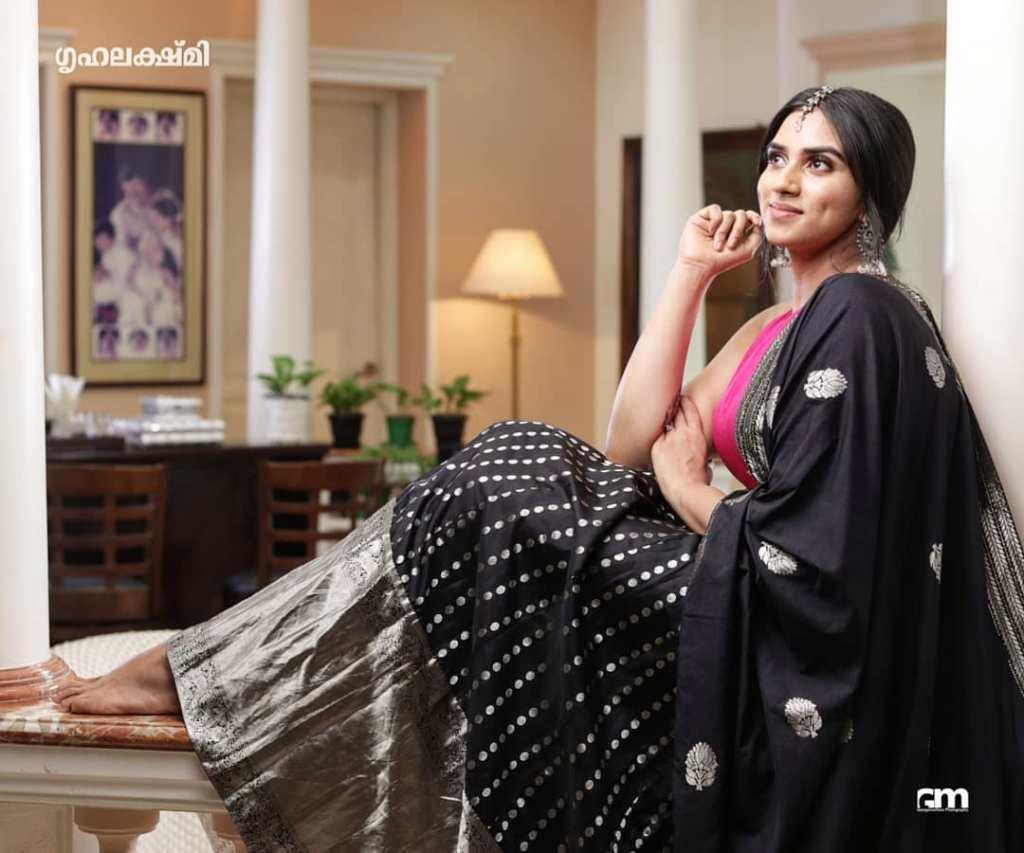 42+ Beautiful Photos of Malavika Jayaram 29