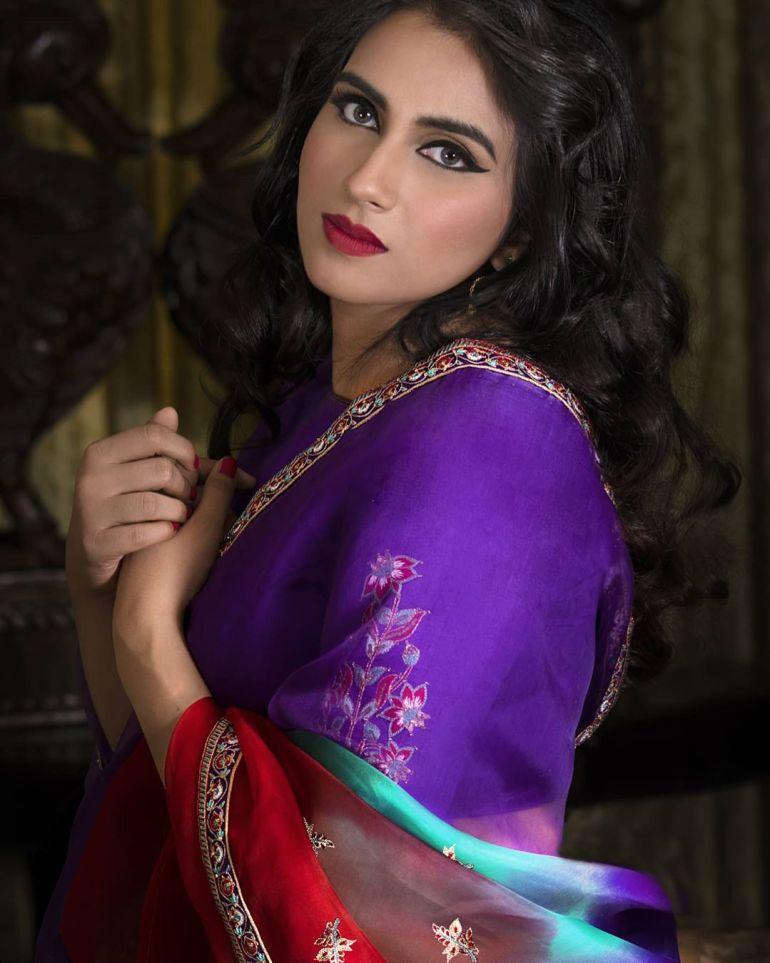 42+ Beautiful Photos of Malavika Jayaram 122