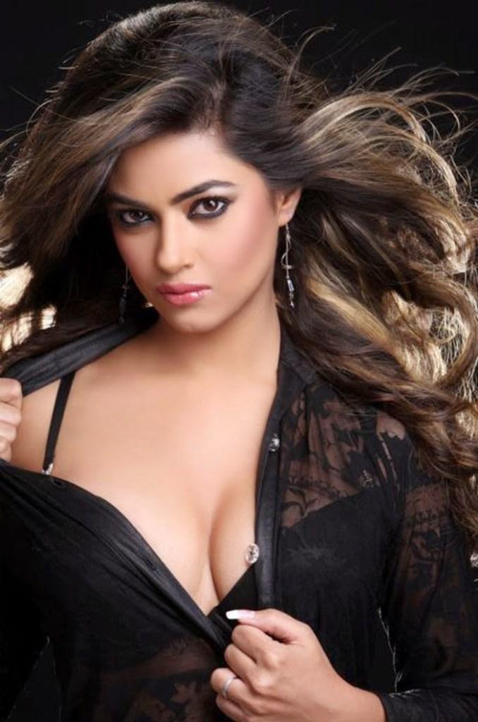 33+ Pretty Photos of Meera Chopra 102