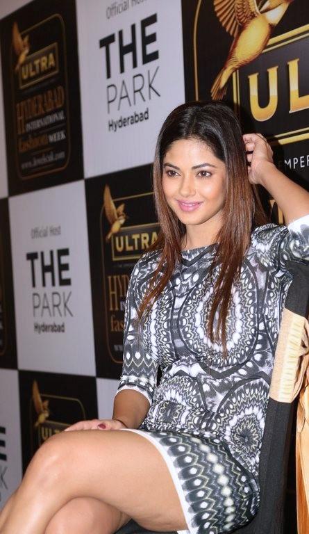 33+ Pretty Photos of Meera Chopra 114