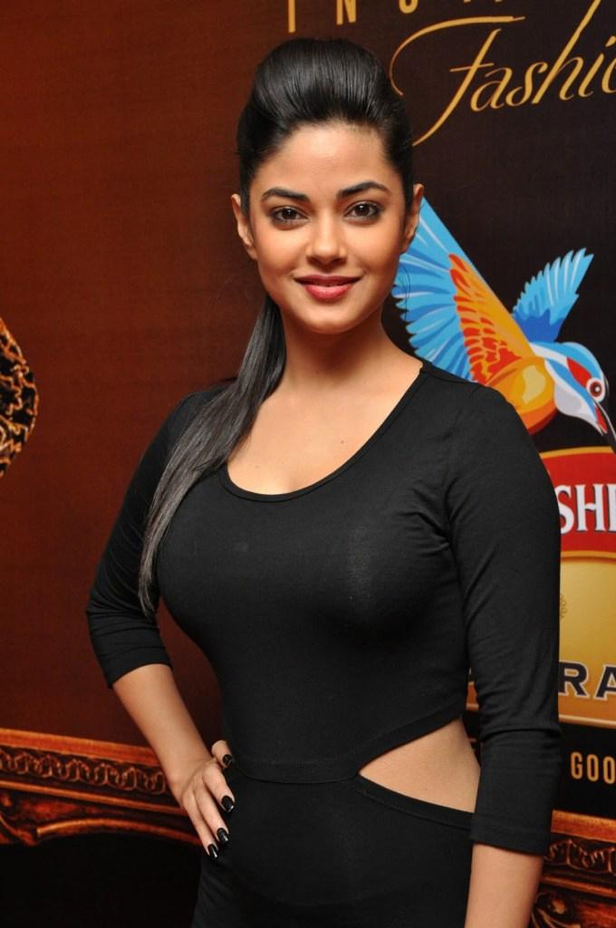 33+ Pretty Photos of Meera Chopra 92