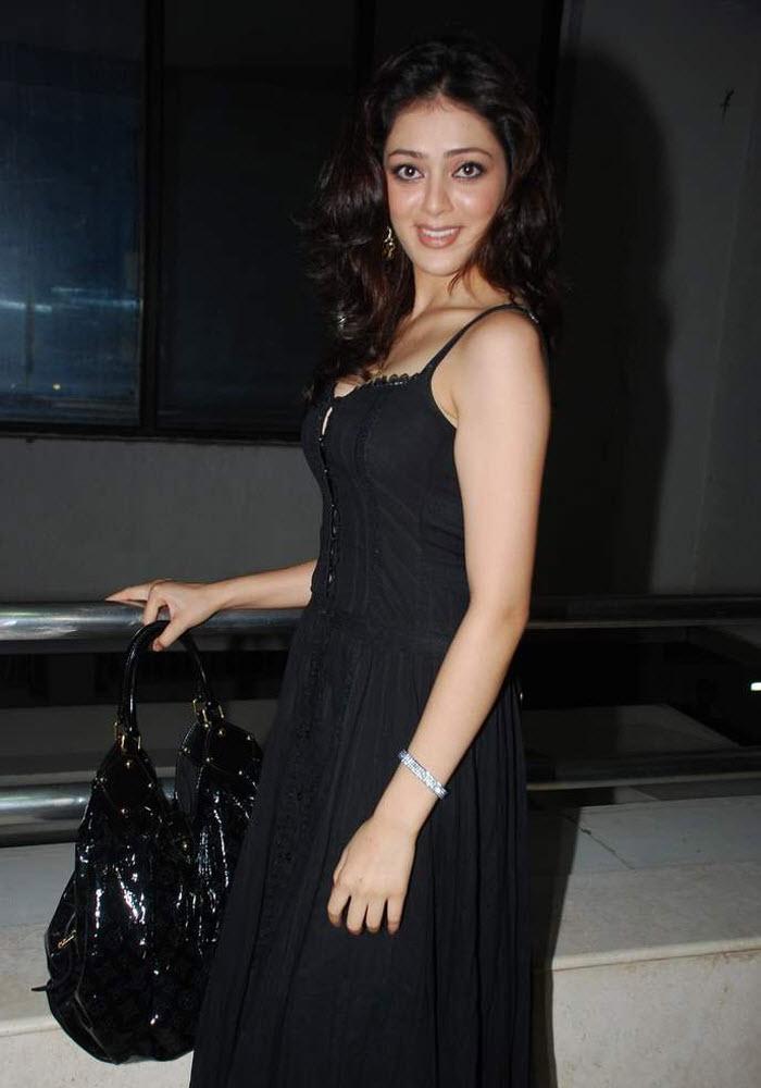 39+ Gorgeous Photos of Parvathi Melton 36