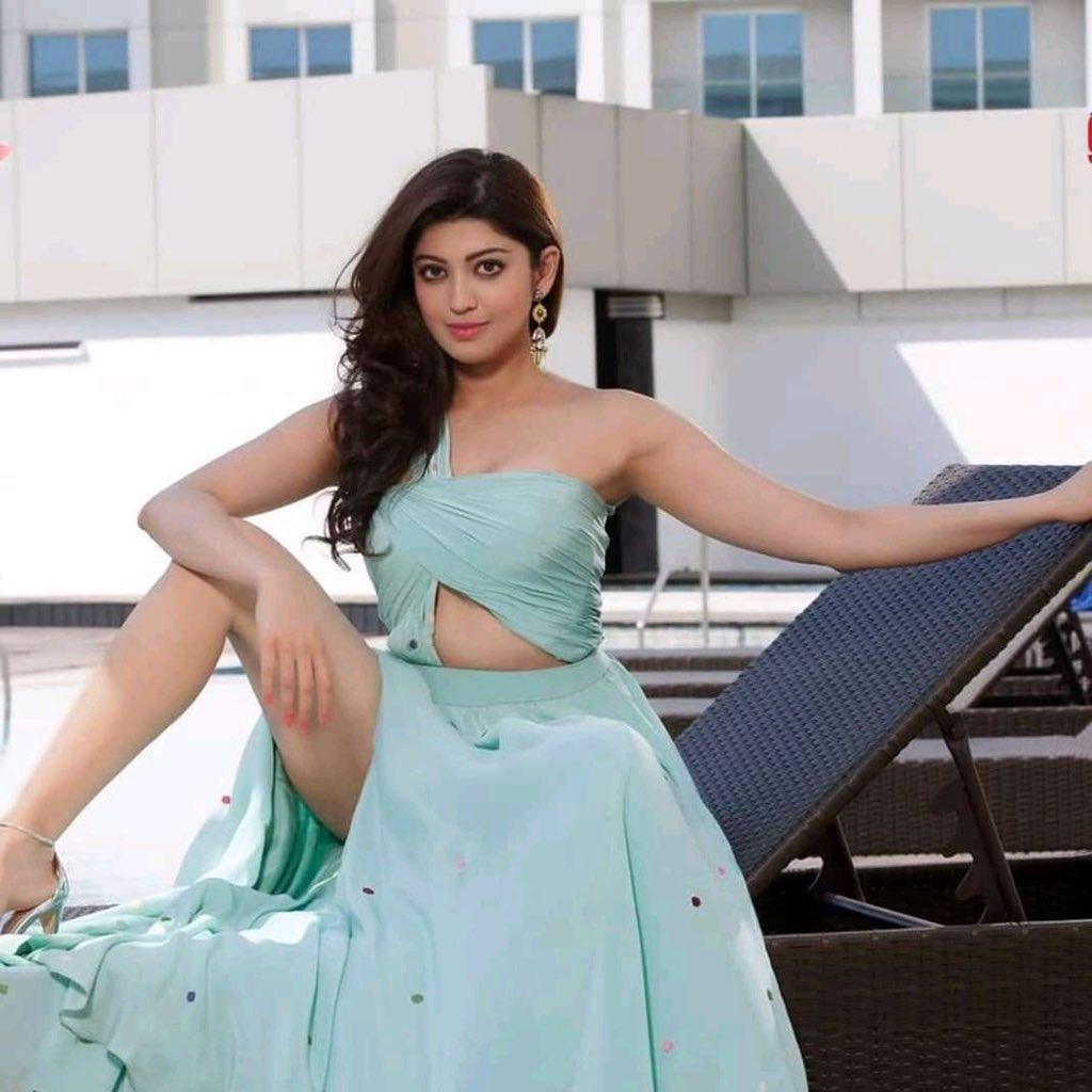 38+ Lovely Photos of Pranitha Subhash 16