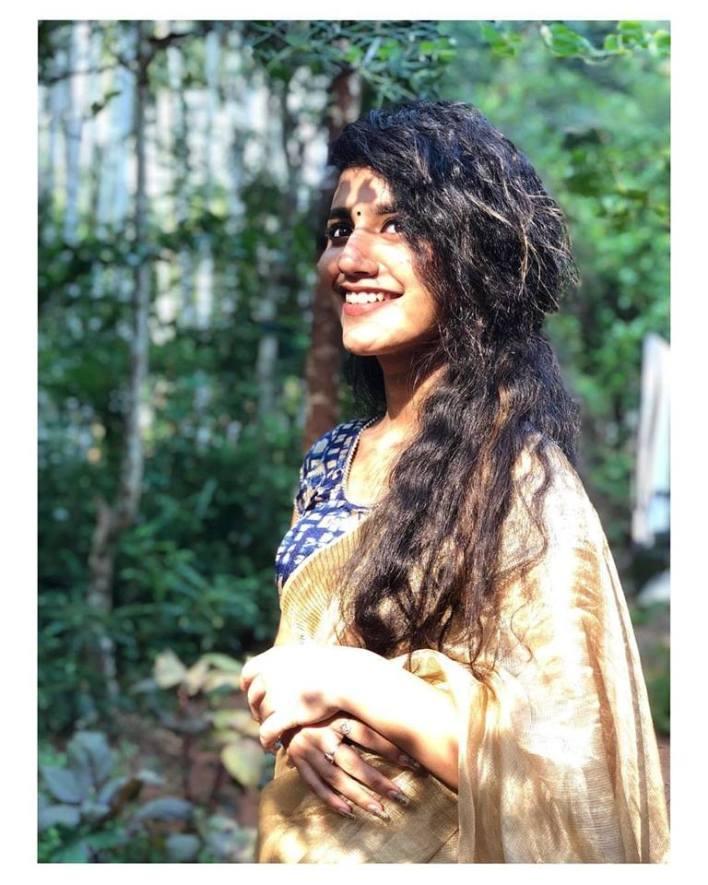 108+ Cute Photos of Priya Prakash Varrier 41