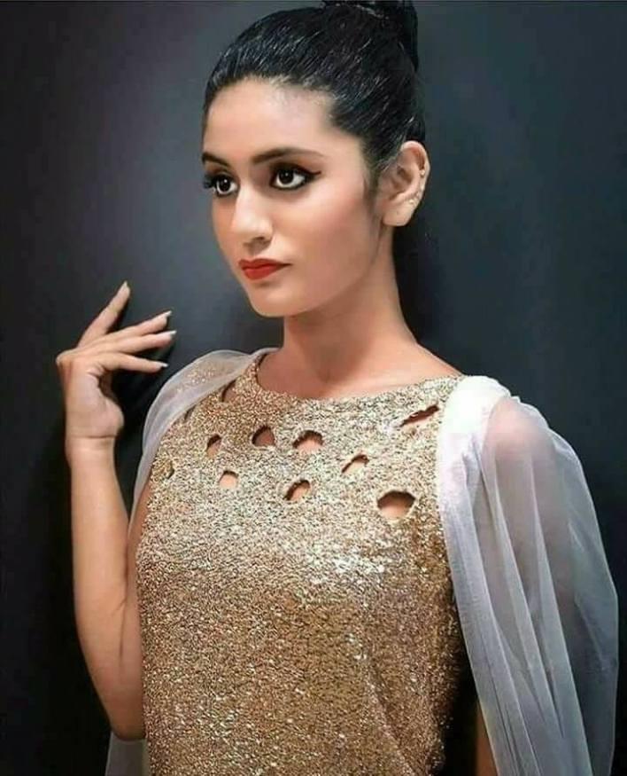 108+ Cute Photos of Priya Prakash Varrier 7