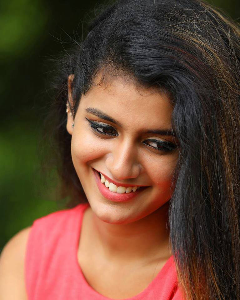 108+ Cute Photos of Priya Prakash Varrier 15