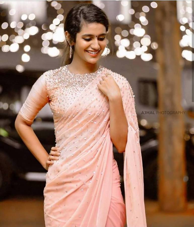 108+ Cute Photos of Priya Prakash Varrier 16