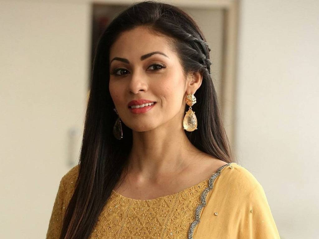 44+ Lovely Photos of Sadha 30