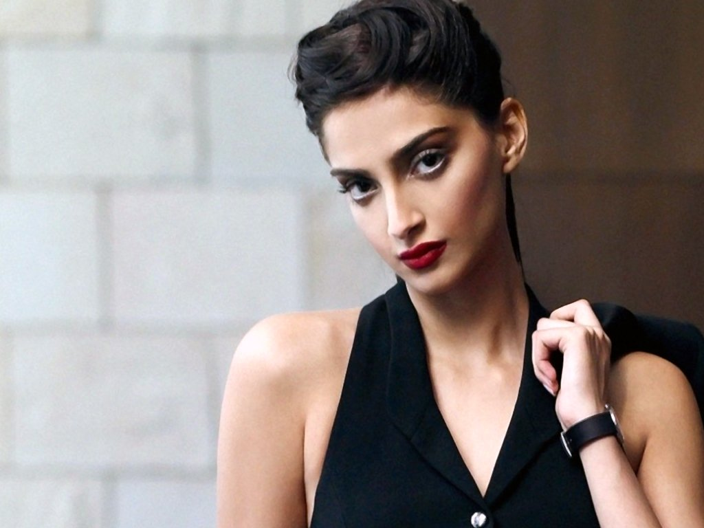 30+ Glamorous Photos of Sonam Kapoor 6