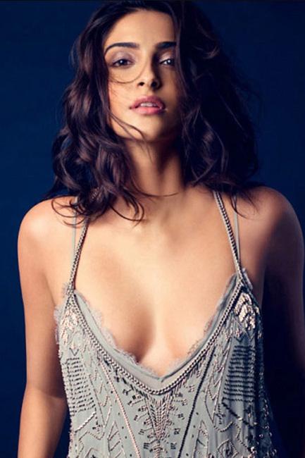 30+ Glamorous Photos of Sonam Kapoor 28