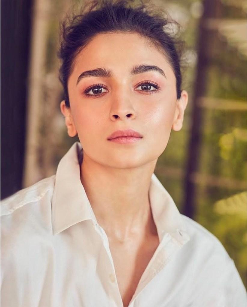 39+ Glamorous Photos of Alia Bhatt 11