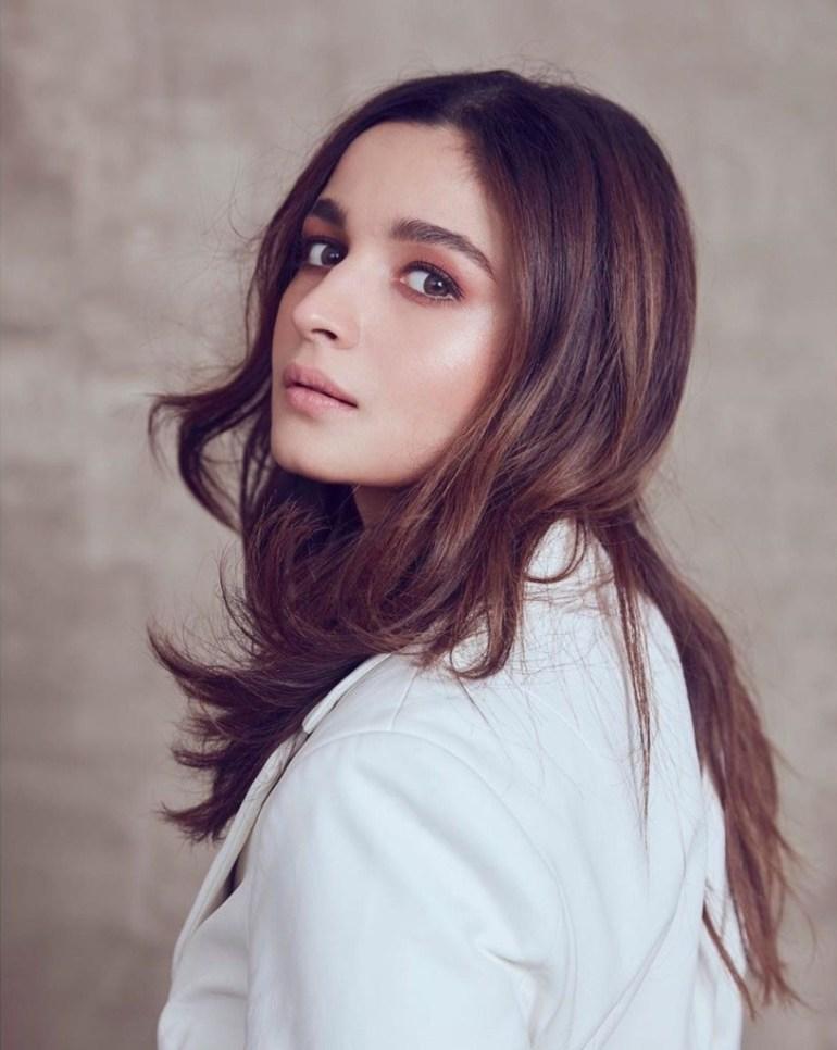 39+ Glamorous Photos of Alia Bhatt 14