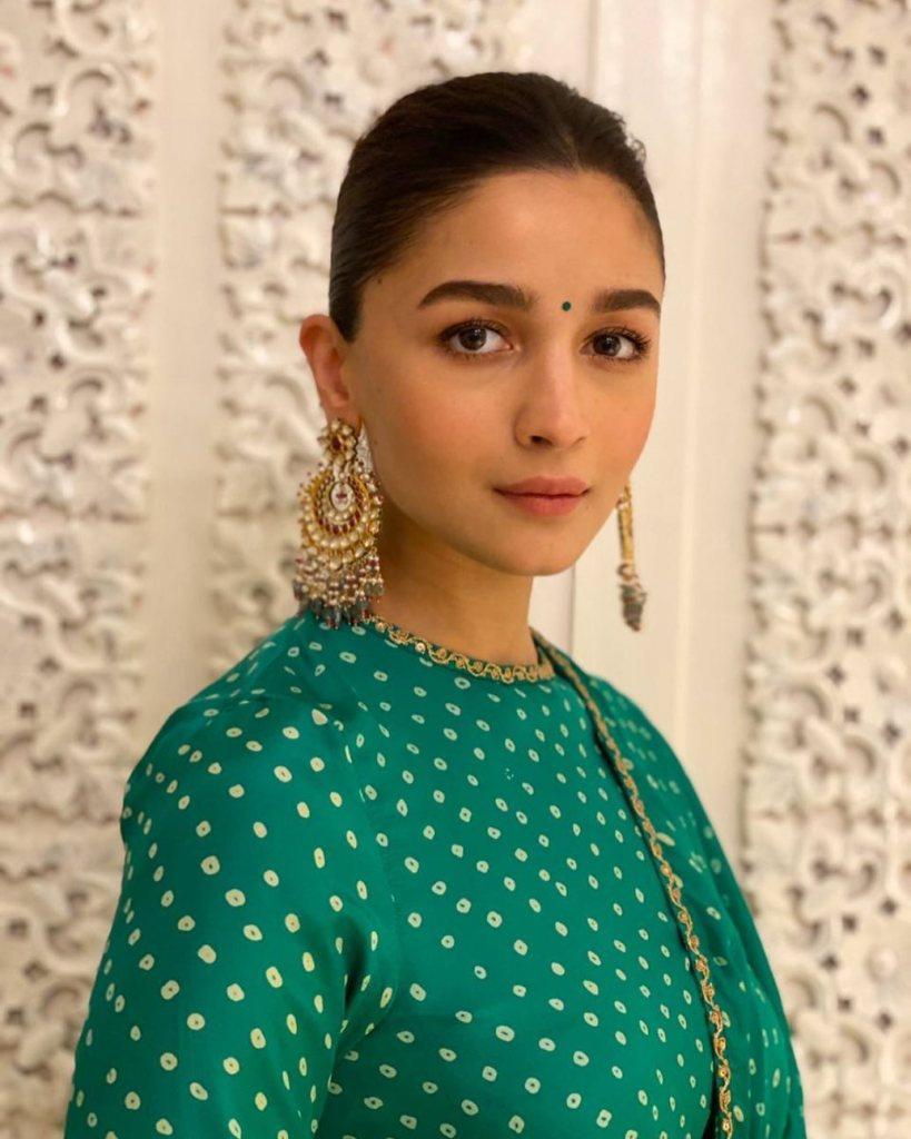 39+ Glamorous Photos of Alia Bhatt 24