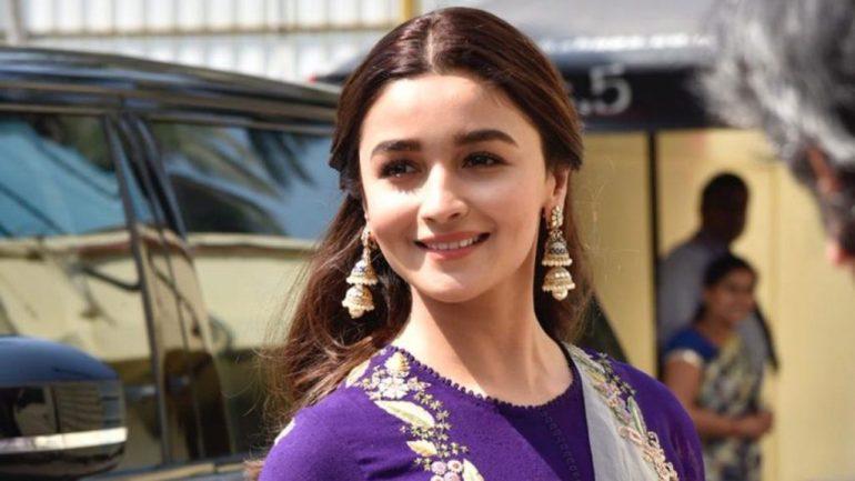 39+ Glamorous Photos of Alia Bhatt 25
