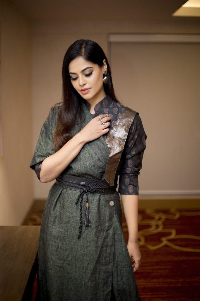 39+ Gorgeous Photos of Bindu Madhavi 13