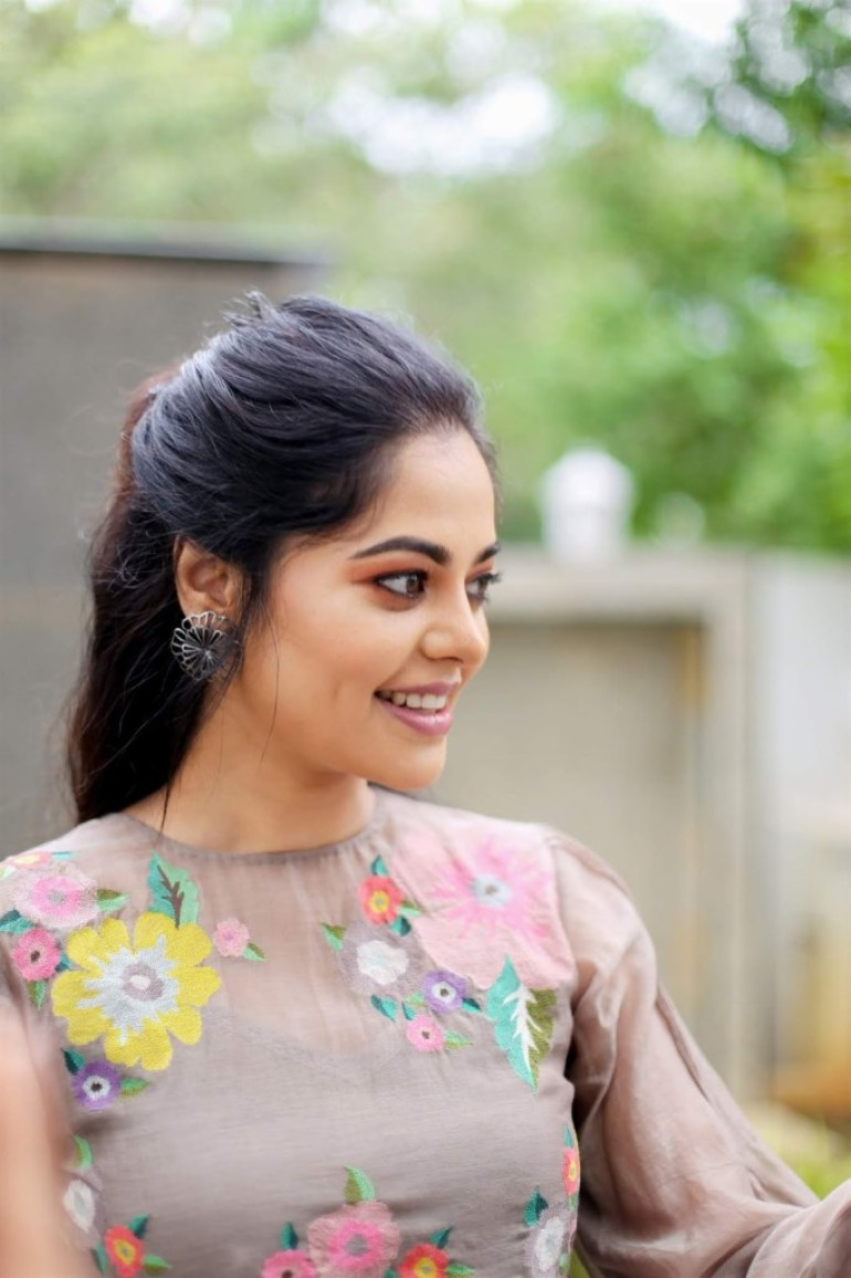 39+ Gorgeous Photos of Bindu Madhavi 15
