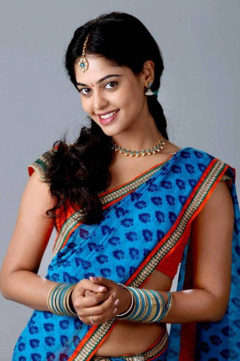 39+ Gorgeous Photos of Bindu Madhavi 7