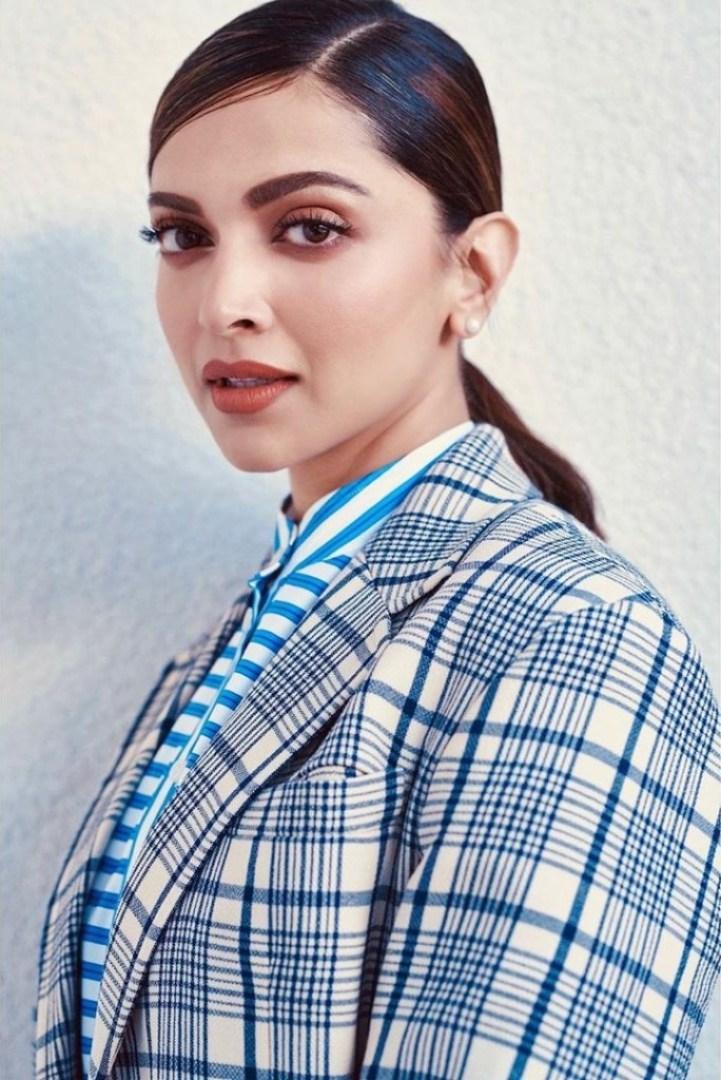 65+ Glamorous Photos of Deepika Padukone 30