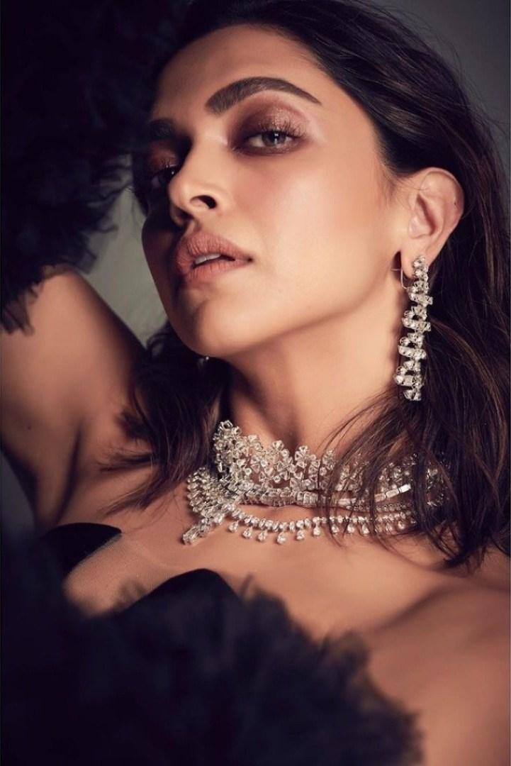 65+ Glamorous Photos of Deepika Padukone 31