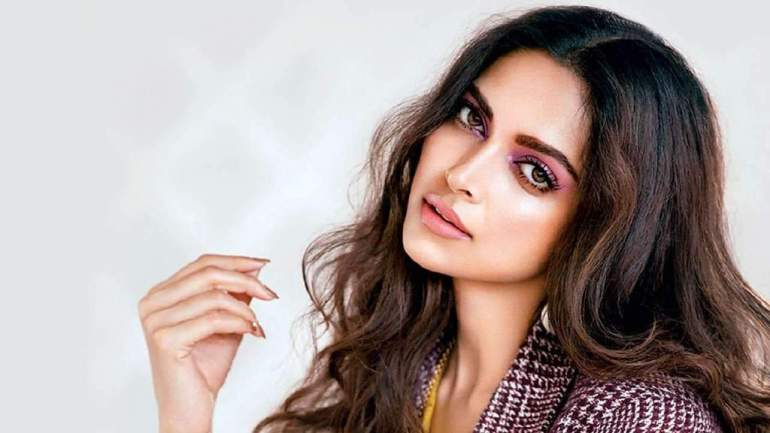 65+ Glamorous Photos of Deepika Padukone 10